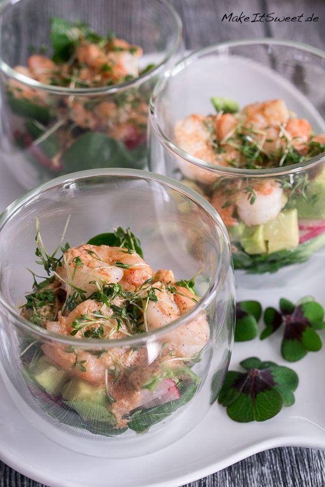 Garnelen Cocktail Salat im Glas Rezept mit Radieschen Feldsalat Avocado Kresse - ideal als Vorspeise, Buffet, Partyrezept