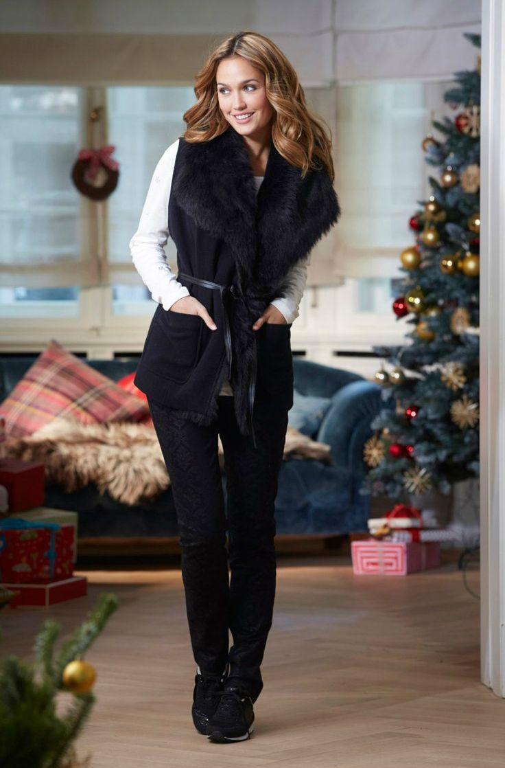 A special outfit for this holiday: a black fur vest. Buy it at Bonprix through CashOUT and you will get 6% cashback #cashback #womenvest #furvest
