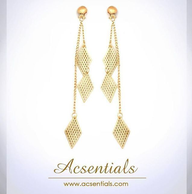Redefine your style statement with this elegant gold earring.