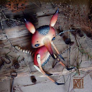 Стрекозиный Лис. Текстиль, акриловые краски, стеклянные глаза , бисер.  Тоже на Фантаниму( надеюсь, я вам еще не надоела? У меня еще есть, кого показать)). #мандрагоринычудовища #мандрагоринотворчество #существа #лиса #лис #фантанима #кукларучнойработы #mandragora_root #fox #dragonfly #fantanima2018 #fantanima #artdoll