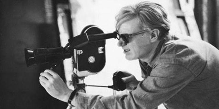 Warhol, comercialul și cele 15 minute de faimă (Erica Iojă) http://societatesicultura.ro/2014/03/andy-warhol/