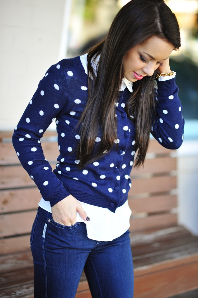 Love the jeans, the blue color, and of course the polka dots (can u tell I have a love affair with polka dots??!!)