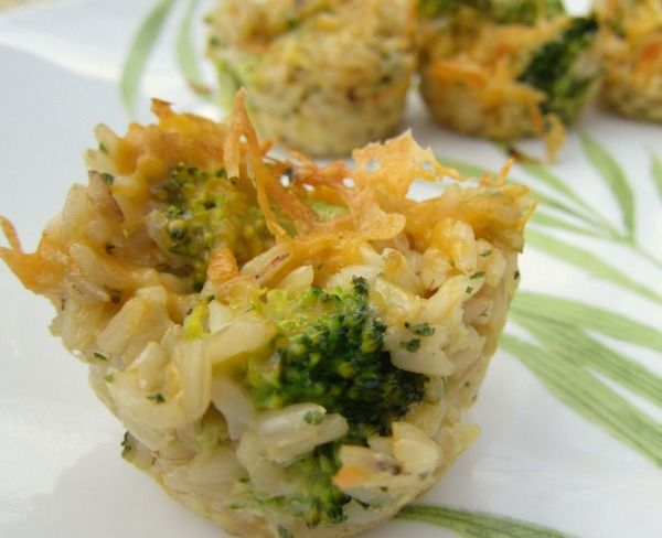 Cheesy Broccoli Rice Cups that can be frozen? Count me in! Can't wait to try this one. ;)