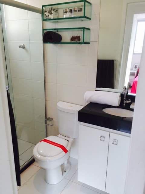Decoração  Banheiro  Pequeno  Simples  Preto e Branco  Organizado -> Banheiro Simples Preto