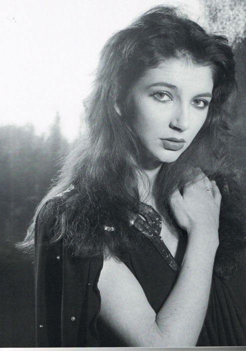 ... young Kate Bush ...