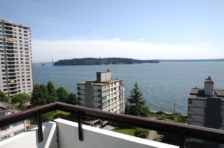 A perfect sunny day at Bellevue Tower West Van.       195-21 Street, West Vancouver, BC