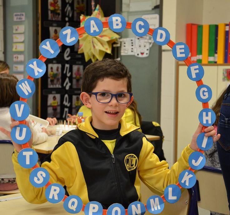 Pasapalabra es un juego que hemos aplicado en el aula para trabajar aspectos relacionados con la lengua: vocabulario, expresión y comprensión oral, lectura.
