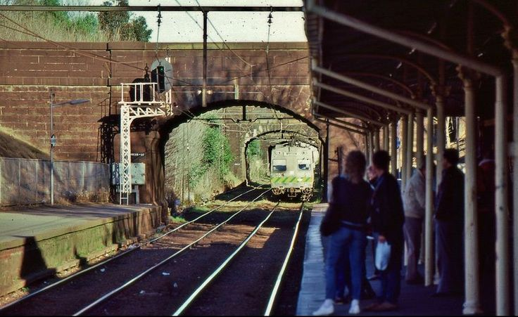 A 3-car Hitachi train from St Kilda approaches South Melbourne, Vic, 1987