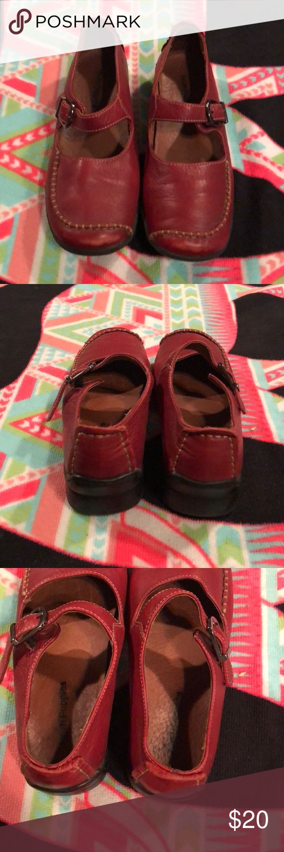 Read hush puppies size 9 1/2 Red hush puppies size 9 1/2 gently use Hush Puppies Shoes Slippers