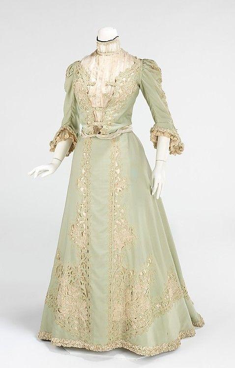 Promenade dress, wool and silk, c. 1903, American.
