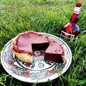 Pasca cu ciocolata, foarte cremoasa, o crema extrem de fina si parfumata, un regal pentru toti iubitorii de ciocolata. Facuta cu ciocolata, unt, mascarpone si coniac.