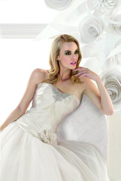 Simone Carvalli Wedding Dresses Photos on WeddingWire