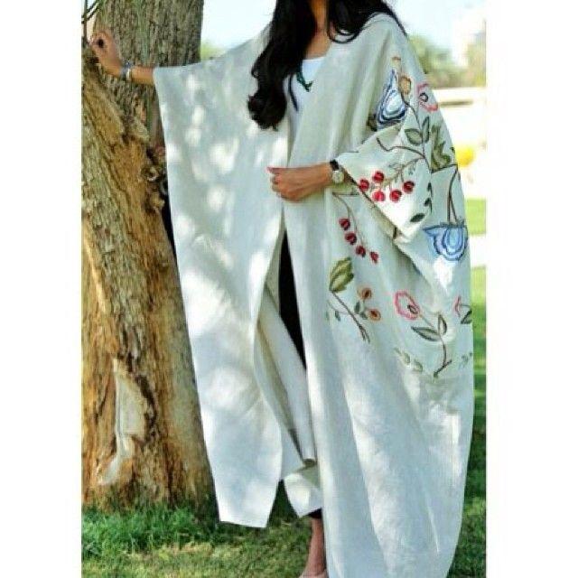 For more abaya & caftan inspiration please visit my page: www.pinterest.com/santanadxb/abayas-bishts-kaftans-jalabiyas/