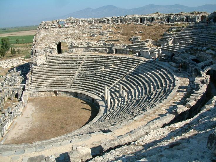 Teatr w Milecie   Pochodzenie : Grecja  Styl: Antyk  Cechy charakterystyczne : zbudowany na wolnym powietrzu,brak pokrycia dachu.