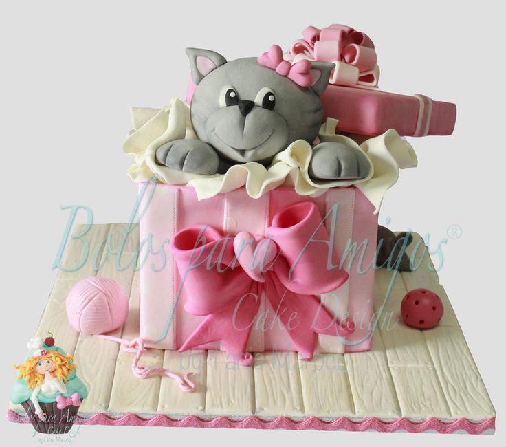 The kitty... - by Bolos para Amigos by Tânia Maroco @ CakesDecor.com - cake decorating website