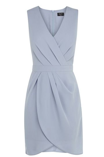 This gorgeous dress features a super flattering wrap front and v neckline. The piece has a dip hem and a cinched waist for a streamlined fit.