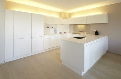 weisse küche, corian arbeitsplatte | küche | pinterest | weiße, Kuchen dekoo