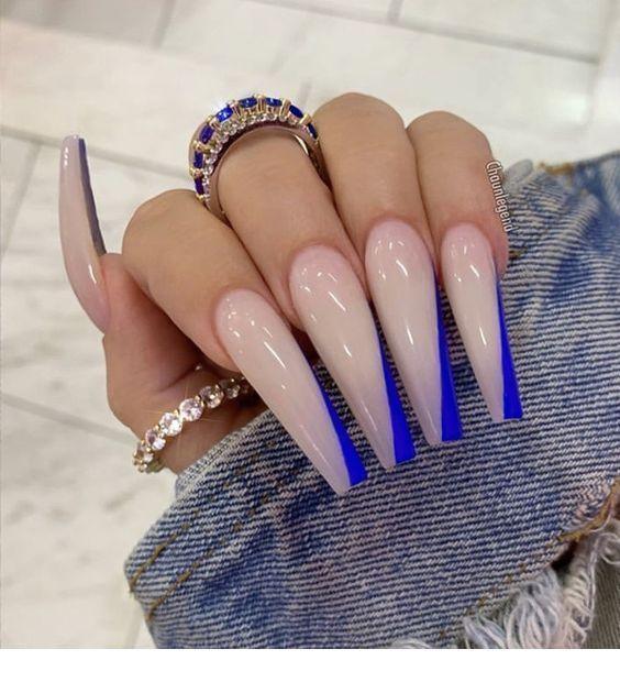 Sehr lange Nägel und Ringe Inspirierende Damen#