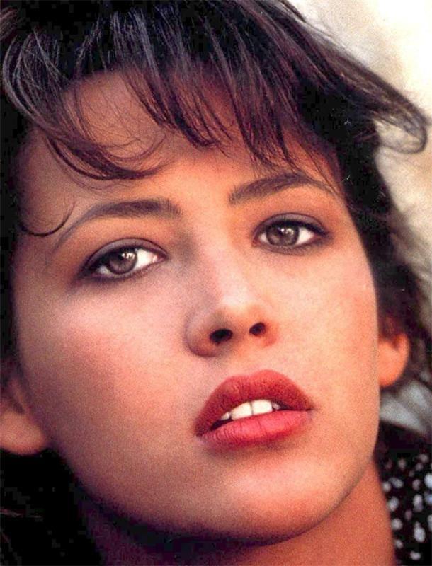 разу пожалела французские актрисы молодые фото биография совершенно