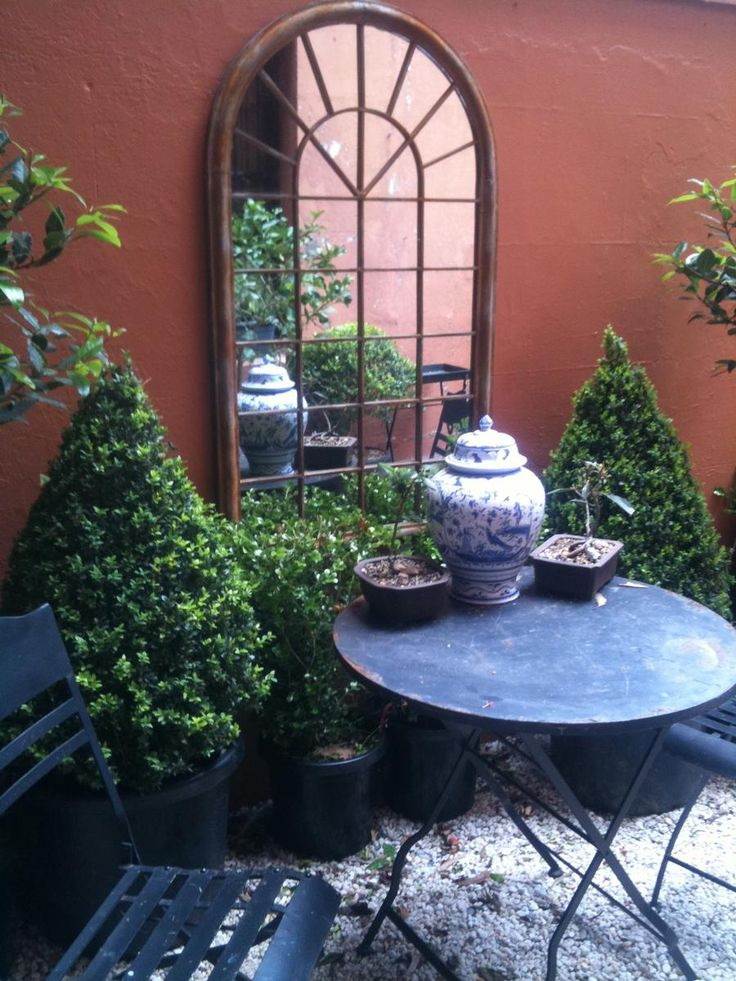 A beautiful idea for a courtyard.love the mirror