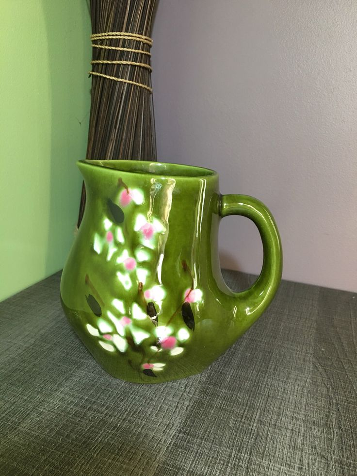 Le chouchou de ma boutique https://www.etsy.com/fr/listing/507995735/pichet-vert-signe-bresse-poet-laval