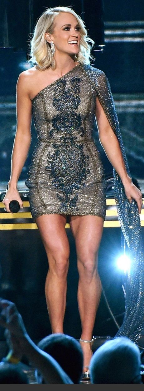 Who made Carrie Underwood's silver sandals, jewelry, and one shoulder beaded dress?