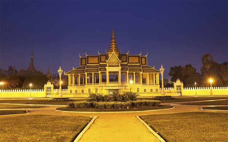 Het Royal Palaxe in Phnom Penh, absoluut een van de hoogtepunten van uw reis door Cambodja met Original Asia! Rondreis - Vakantie - Cambodja - Phnom Penh - Royal Palace - Koninklijk Paleis