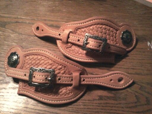 how to put on buckaroo spur straps