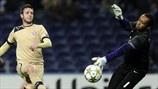Helton (FC Porto) & Duje Čop (GNK Dinamo Zagreb)   Porto 3-0 Dínamo Zagreb. 21.11.12.