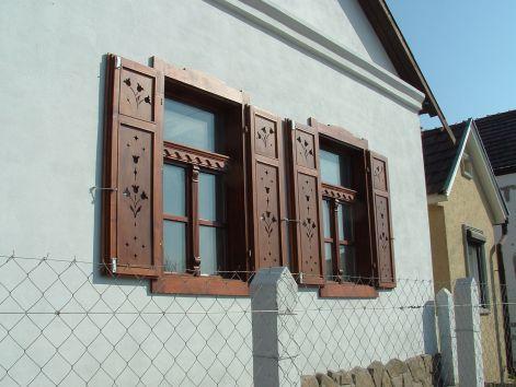 Régimódi  házak, parasztházak felújítása - Egyedi tervezésű nyílászárók és népi bútorok