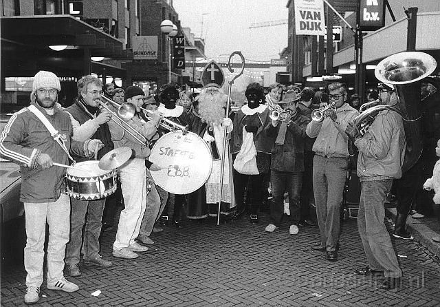 Sinterklaas en Pieten 1985, Deventer. http://dhost.info/ouddelfzijl/overige/slides/Sinterklaas%201985.html