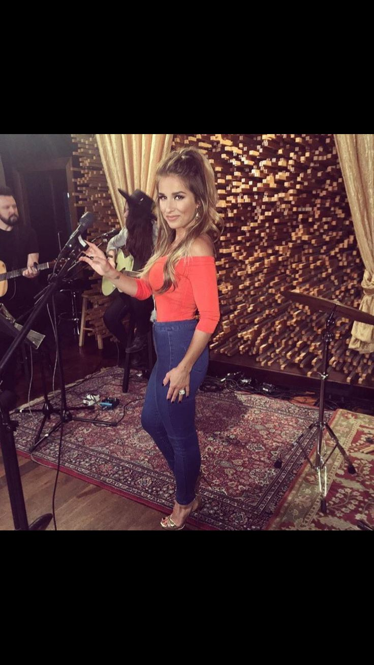 Jessie James Decker music studio