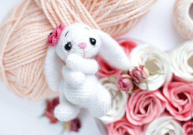 Купить Зайка Фло вязаная игрушка амигуруми - белый, амигуруми, заяц, кролик…