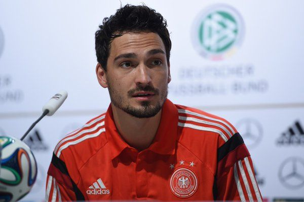 Liverpool Gunning for Hummels,  news on Chelsea and Arsenal and more