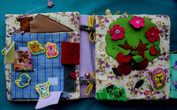 Первая страница- домик с окошками, в каждом сидит определенный персона. Домик открывается, внутри корзинка для сбора фруктов и игровое поле для животных.  2 стр.- сад, яблоки на крючках, цветочки на кнопках, ягодки на липучке.Можно изучать счет.
