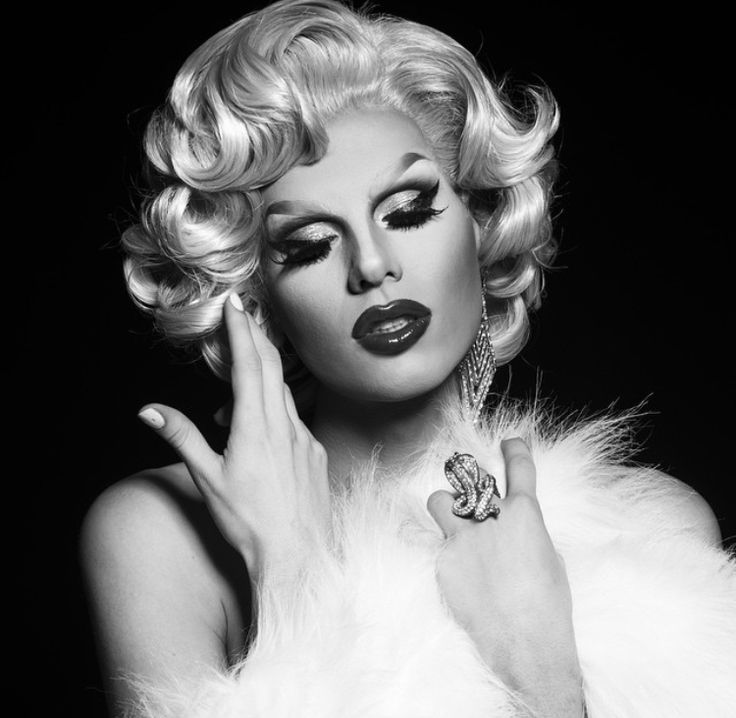 Classic Photos of Tgirls, Drag Queens, and the beautiful Female Impersonators of the past 18+ NSFW