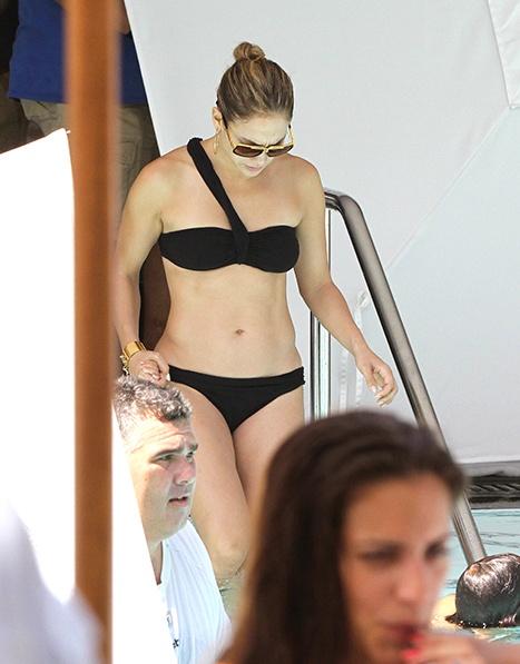 Jennifer Lopez at the pool in Miami Beach FL. No es de mis favoritas... pero no puedo negar que tiene mega cuerpazo! #JLo: Bikinis Cladding, J Lo, Jennifer Lopez, Beaches Fl, Beaches Time, Tights Abs, Inspiration Jlo, Jlo Inspiration, Fit Inspiration