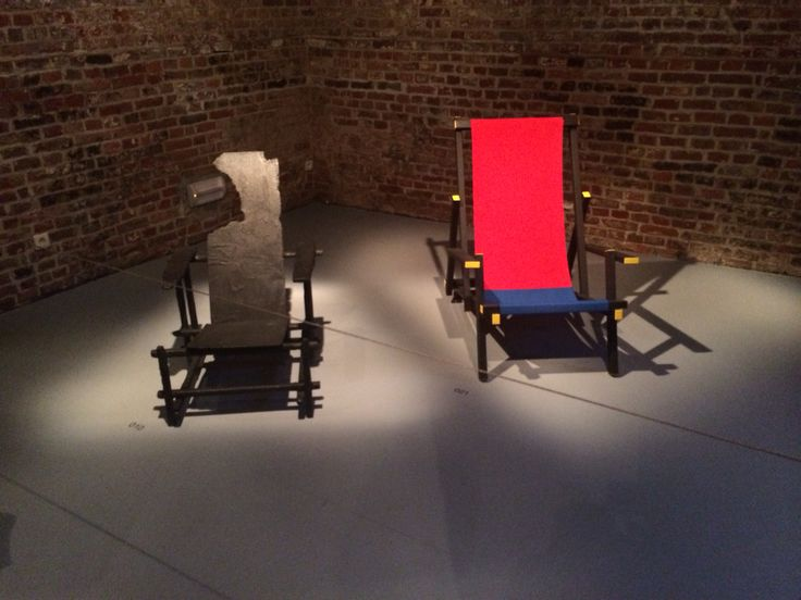 The Mal Clapchair next to the burned Rietveld chair by Maarten Baas at the museum CID Grand Honru. Design between innovation and imitation.
