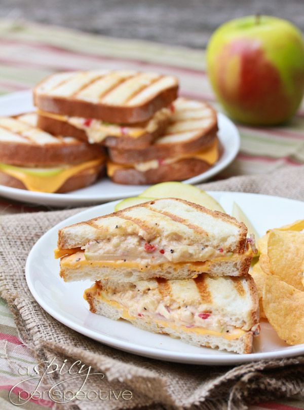 Pimento Granny Smith Grilled Cheese for National Grilled Cheese Month via @Sommer   A Spicy Perspective