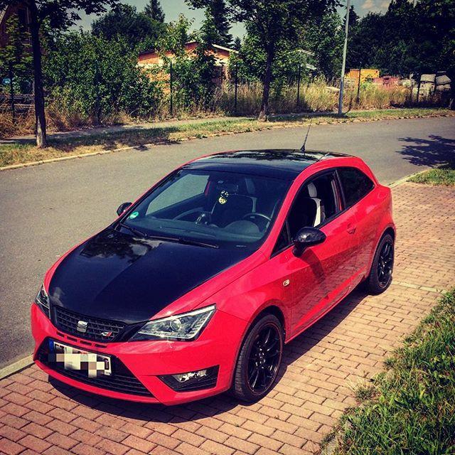 #mulpix Folie endlich drauf.  #seat  #ibiza  #cupra  #red  #car  #folie  #black  #seatracing @seat_racing