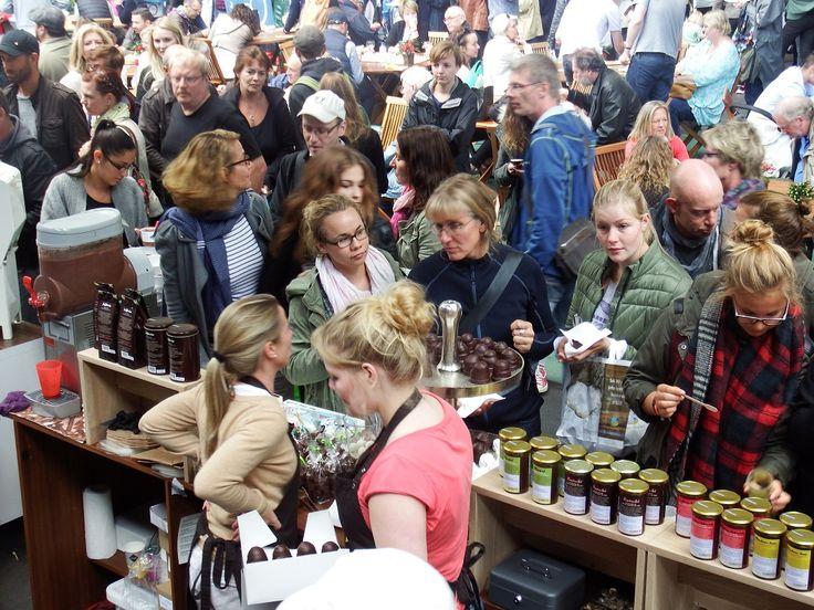 Weihnachtlich und vegan: Der Veggie Weihnachtsmarkt öffnet Tür und Tor in den Hallen des Hamburger Großmarktes