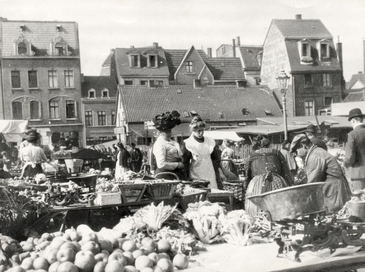 Kastanienhöfe, Unperfekthaus, Univiertel: Markthändlerverband und EVB erwarten neue Blüte der nördlichen City. Historisches Vorbild: der Webermarkt.