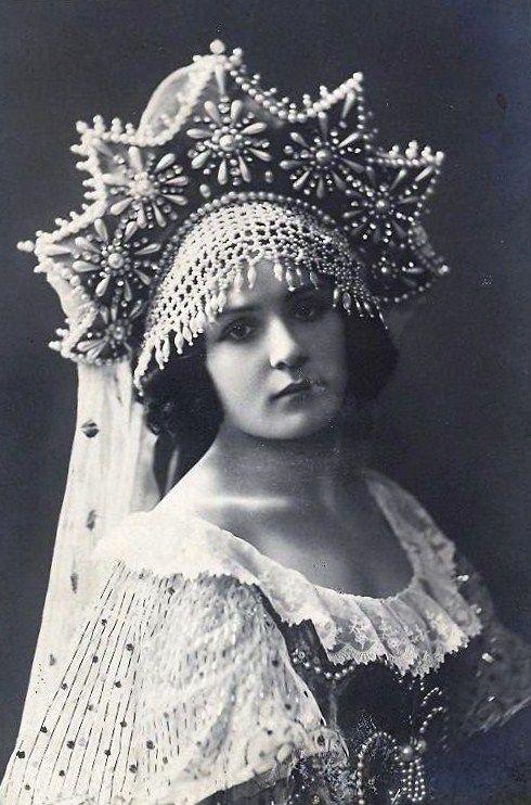 Alexandra Balashova, a Russian ballerina, wearing a kokoshnik headdress. 1911. #Russian_costume #old_photographs