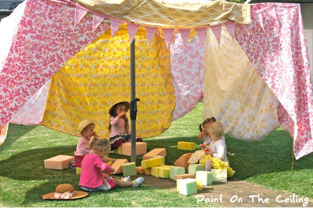 super wonderful little girl (or boy)'s outdoor birthday party idea.