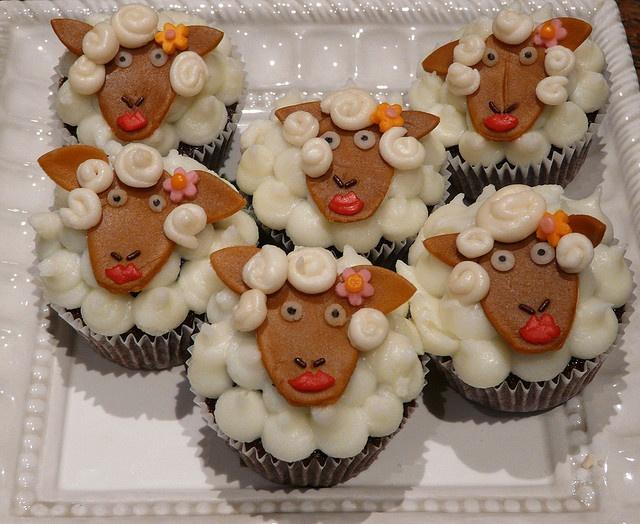 """Mary Had a Little Lamb"" Cupcakes: Lovelyfood Cupcake, Lamb Cupcake, Food Idea, Christmas Cupcake, Sheep Cupcake, Party Idea, Cupcake Sheep, Lamb Party, Cupcake Idea"