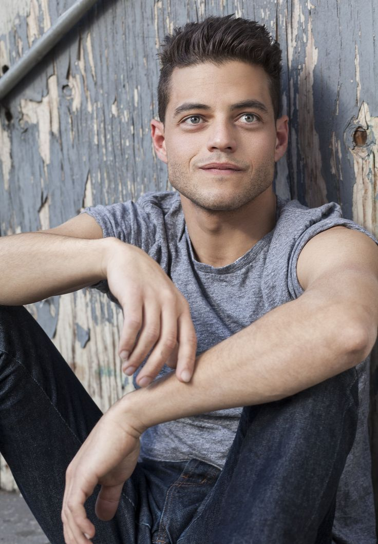 Rami Malek can hack my hardware anytime he wants...  No lie, this fucker is adorable <3