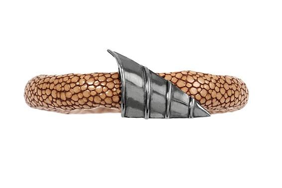 Giuliana Mancinelli Bonafaccia - Leather bracelet with silver dipped in balck ruthenium.