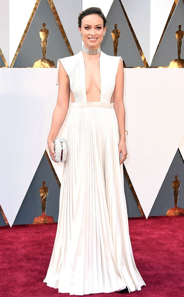 Oscars 2016: Olivia Wilde in a Valentino Haute Couture dress, Neil Lane jewelry, and Roger Vivier bag.