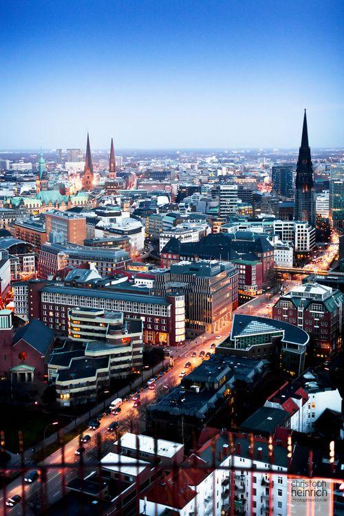 Hamburg Ost-West Verbindung mit Nikolaikirche Mahnmal für den II Weltkrieg