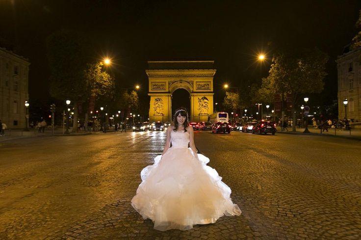 今週も#weddingtbt  Wedding photo in Paris... 凱旋門からのびる 夜のシャンゼリゼ通りにて ちょうど車が通らない絶妙なタイミングでした #dress#girl#bridal#ウェディング#ウェディングドレス#ウエディング#ドレス#weddingphotographer#weddingphotography#weddingphotos#weddings#weddingphoto#結婚#夢#ブライダル#前撮り#結婚準備#ブライダル#weddinginspiration#brides#結婚式#bride#paris#dream#wedding#princess#night#花嫁#パリ#フランス by chocolat.akane
